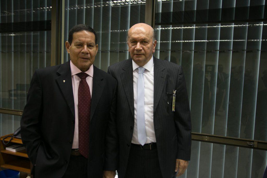 Mourão recebe presidente da ALSHOP e empresários para conversa sobre reformas