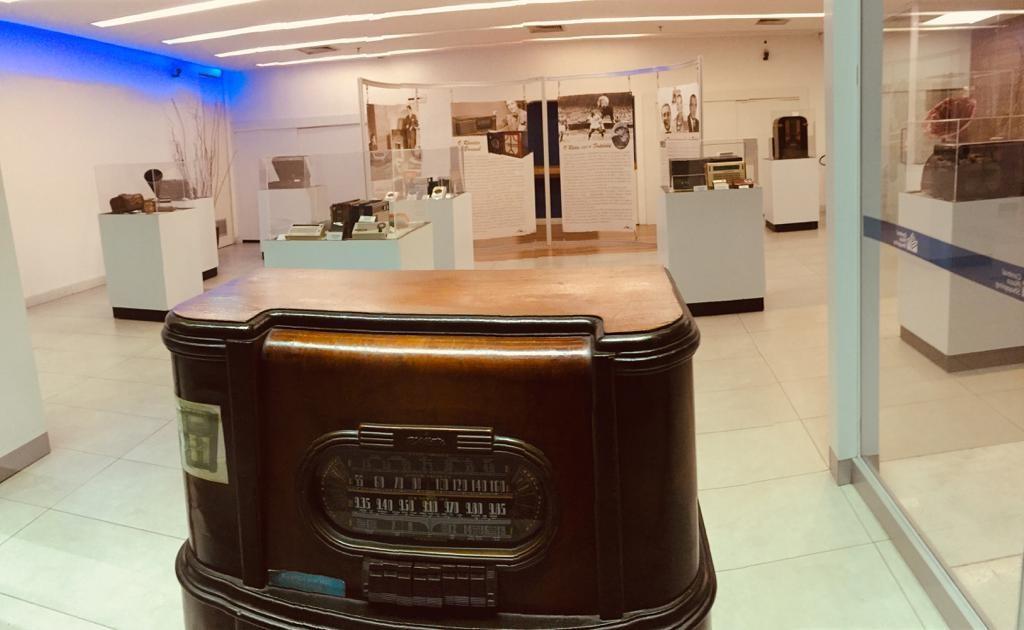 Shopping-Center-3-Radio-Retro