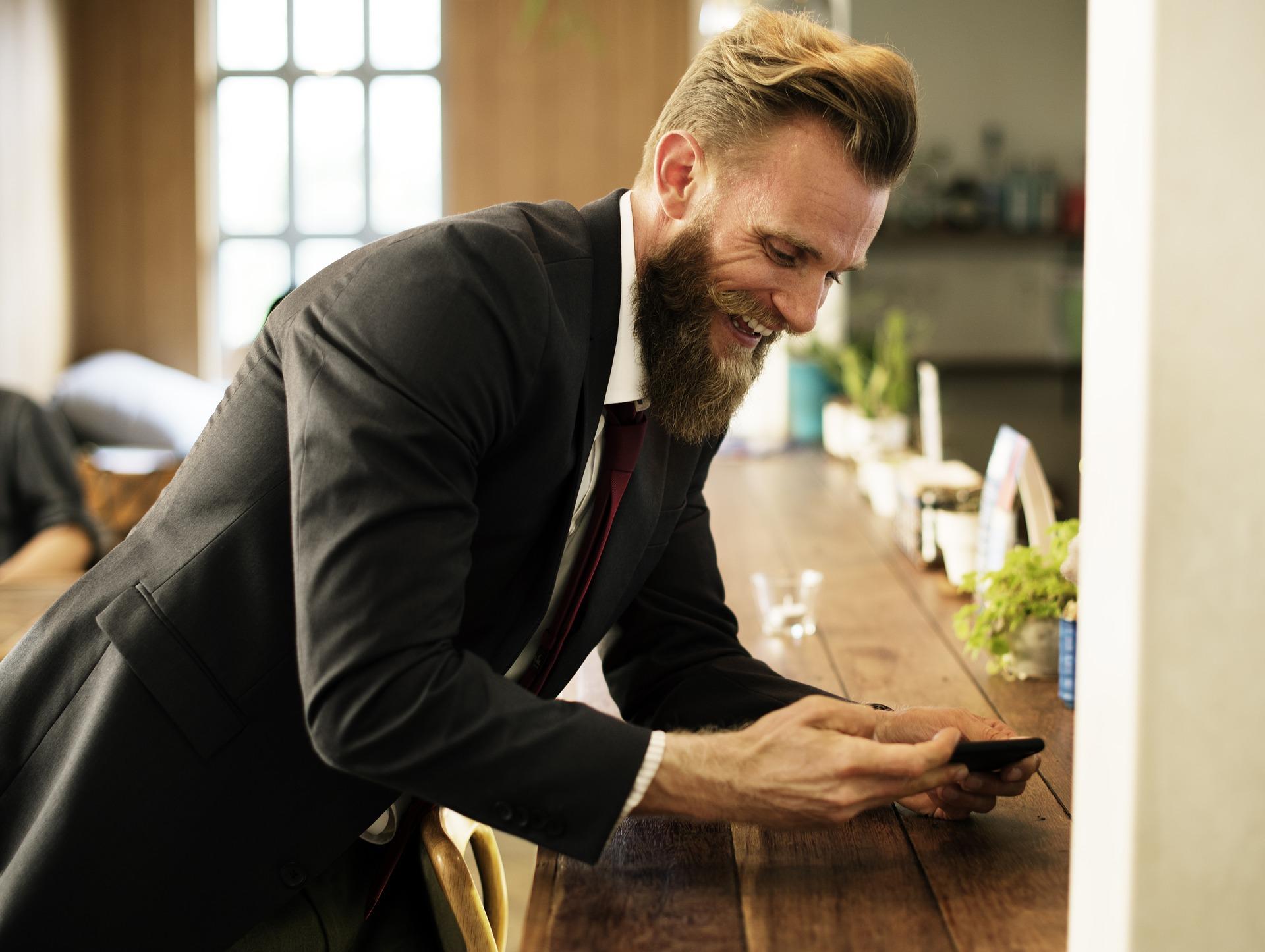 empresário barbado confiança