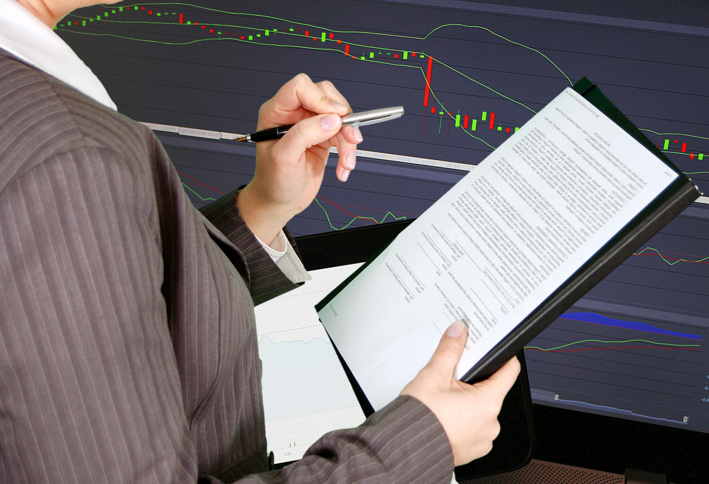 quais os beneficios financial-control-work-official-form-business-1439121-pxhere.com