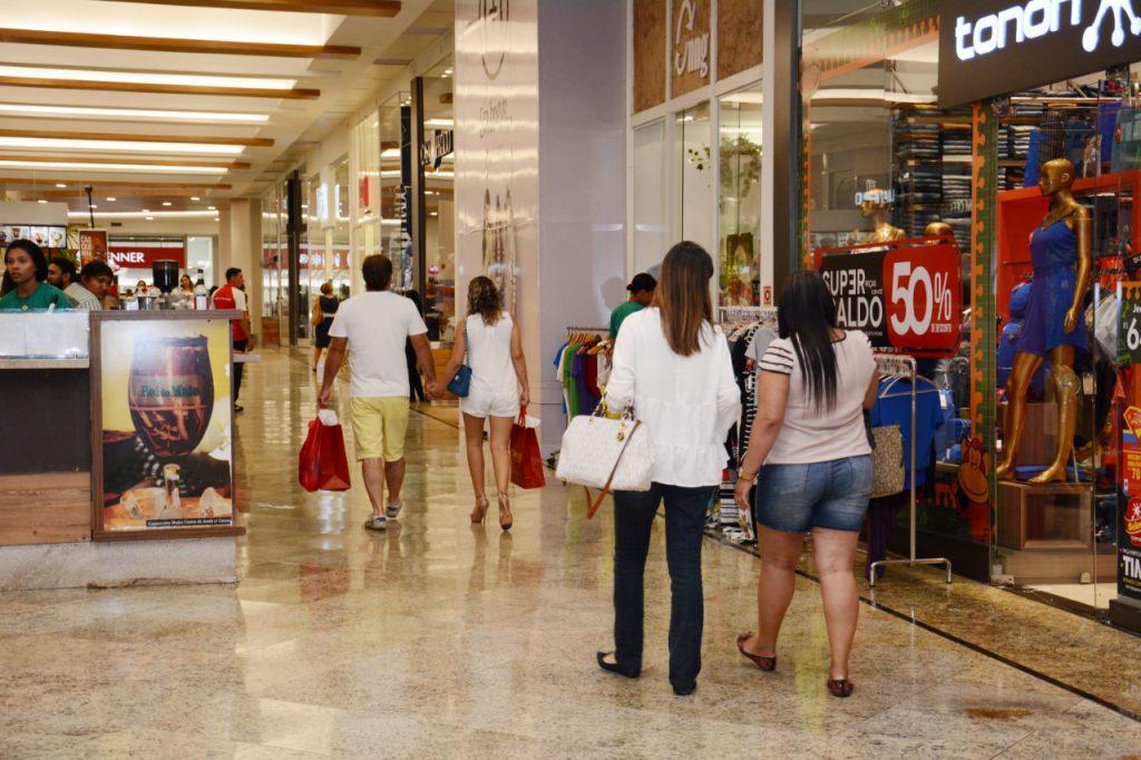 Natal: Shoppings devem contratar mais de 100 mil pessoas para vagas temporárias
