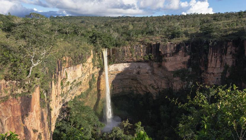 Cachoeira Véu da Noiva, Chapada dos Guimarães: um dos destinos disponíveis na promoção da CVC